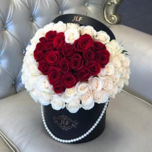 Розы в форме сердца в шляпной коробке #1